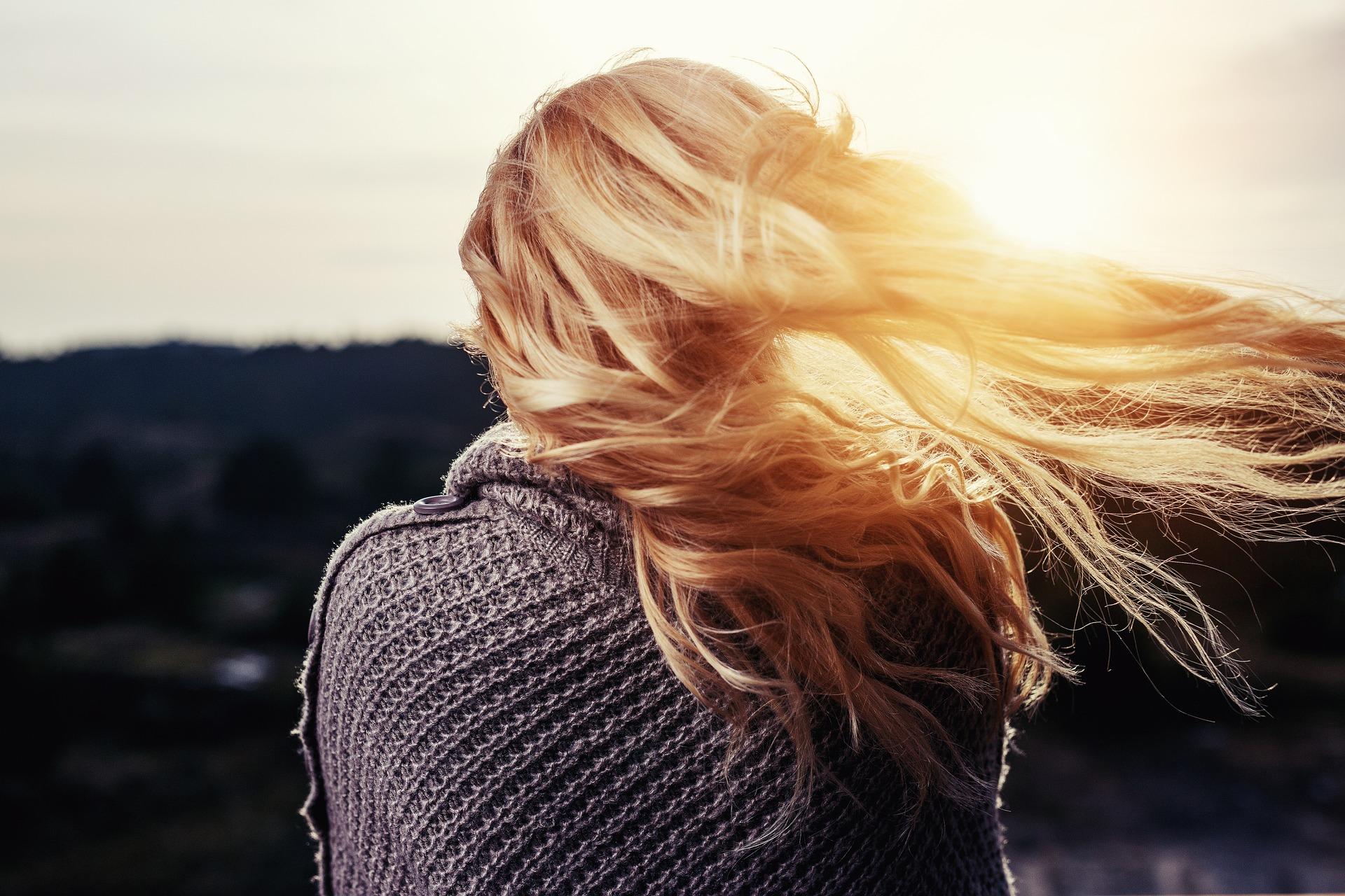 Pourquoi la perte des cheveux diffère selon les saisons ?